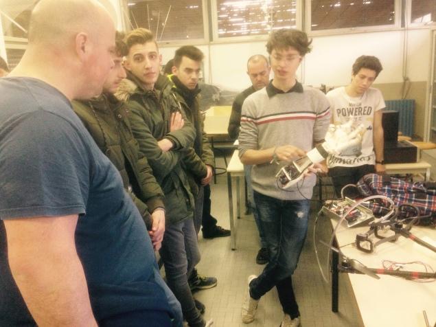 Iti Baldini confronto tra studenti - protesi meccanica